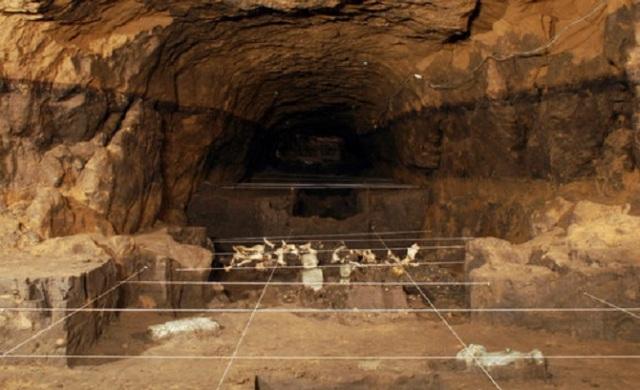 Teotihuacan tunnel