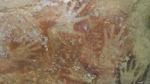 rock art Indonesia hands